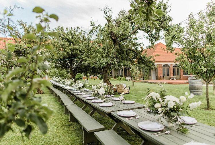 Záhrada Wiegerovej chaty, kde sa konajú hostiny svadobčanov