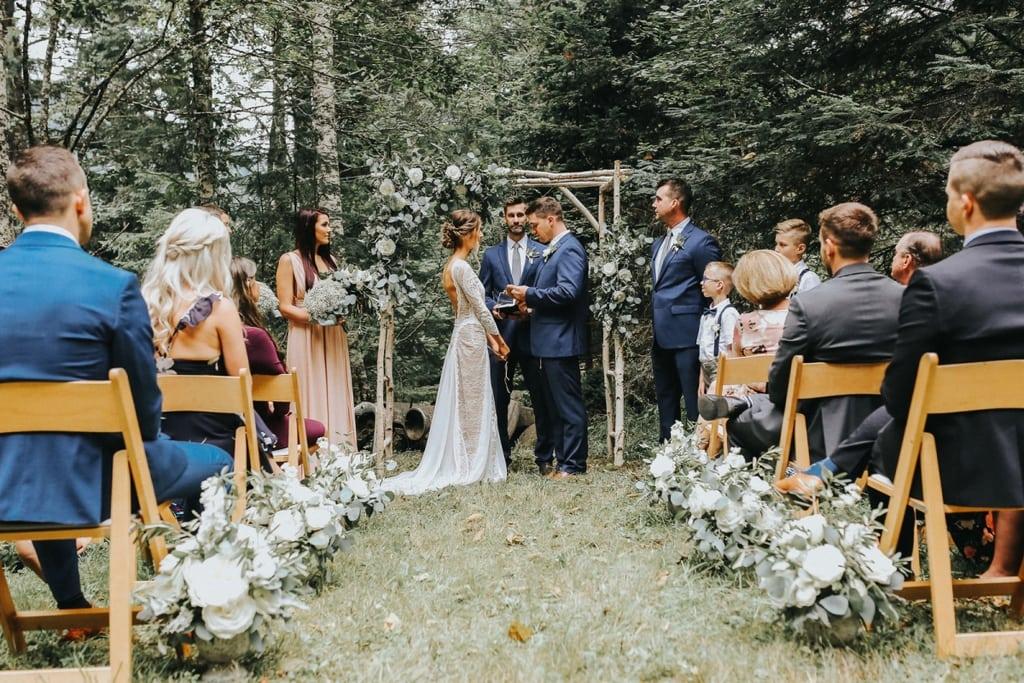 mala-svadba-v-kruhu-rodiny